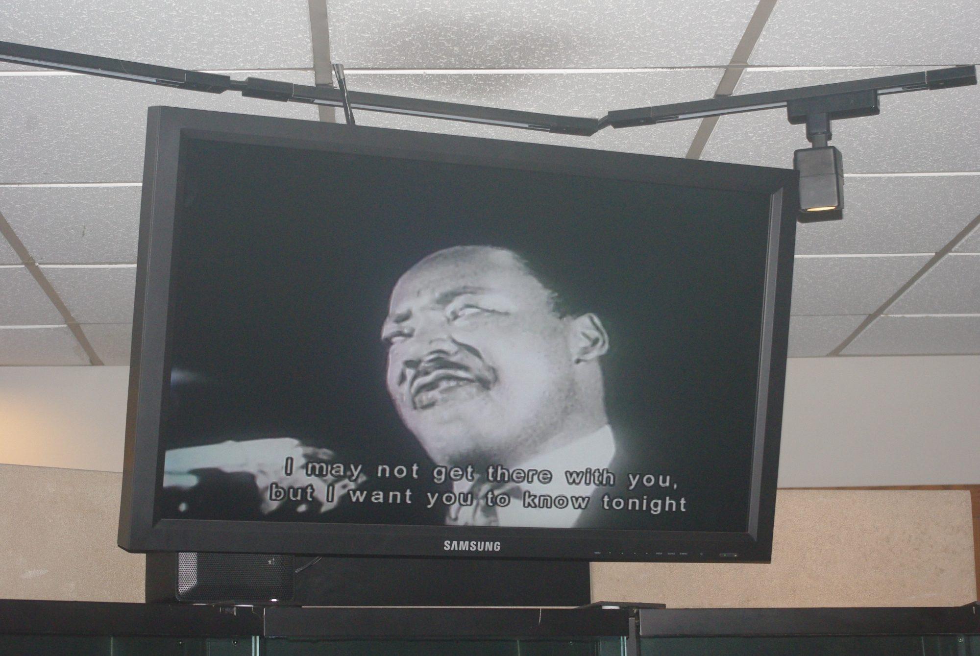 Son dernier discours prémonitoire parlant de la terre promise qu'il ne verra en effet jamais