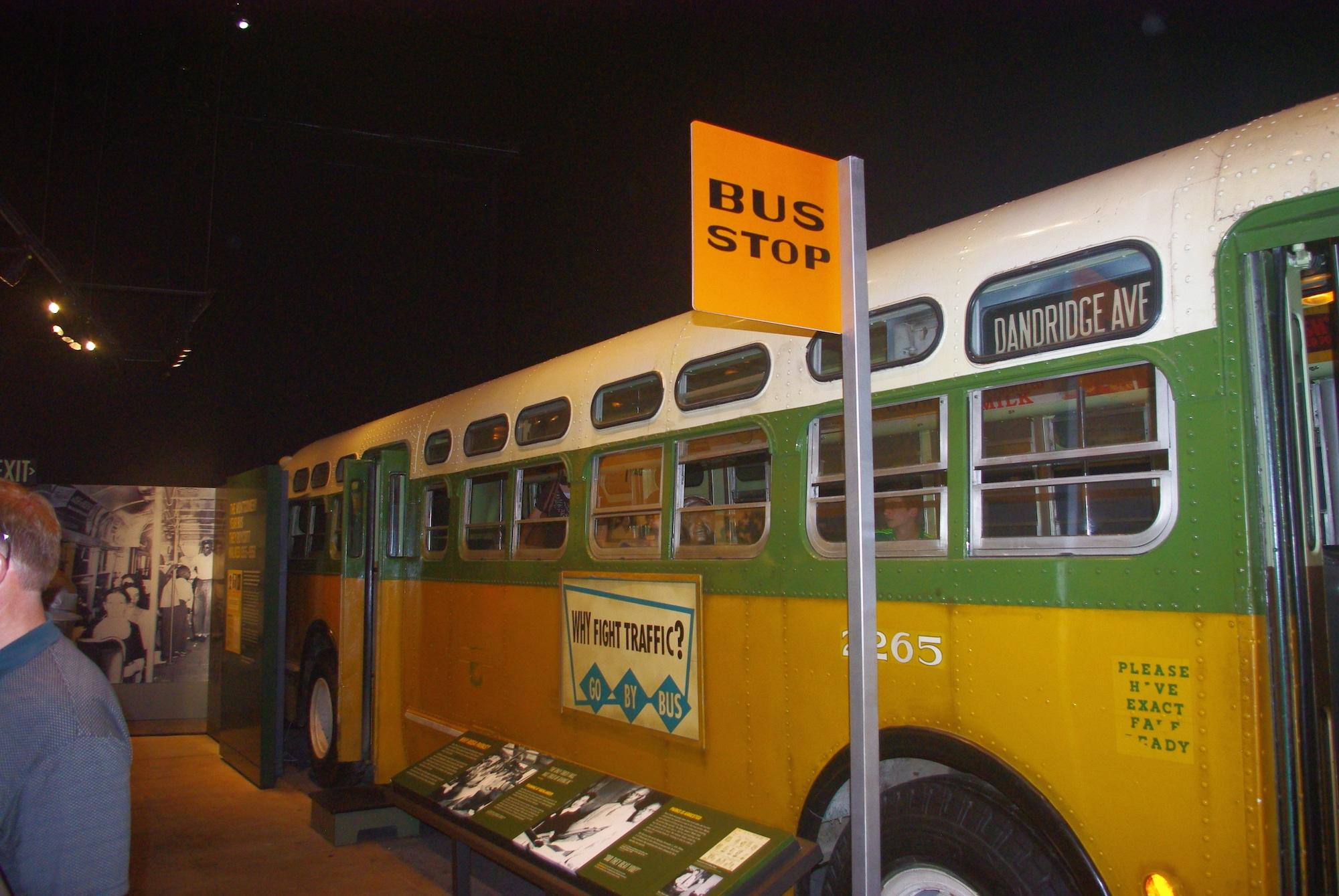 Une représentation du bus dans lequel Rosa Parks a refusé de céder sa place à un blanc à Montgomery en 1955