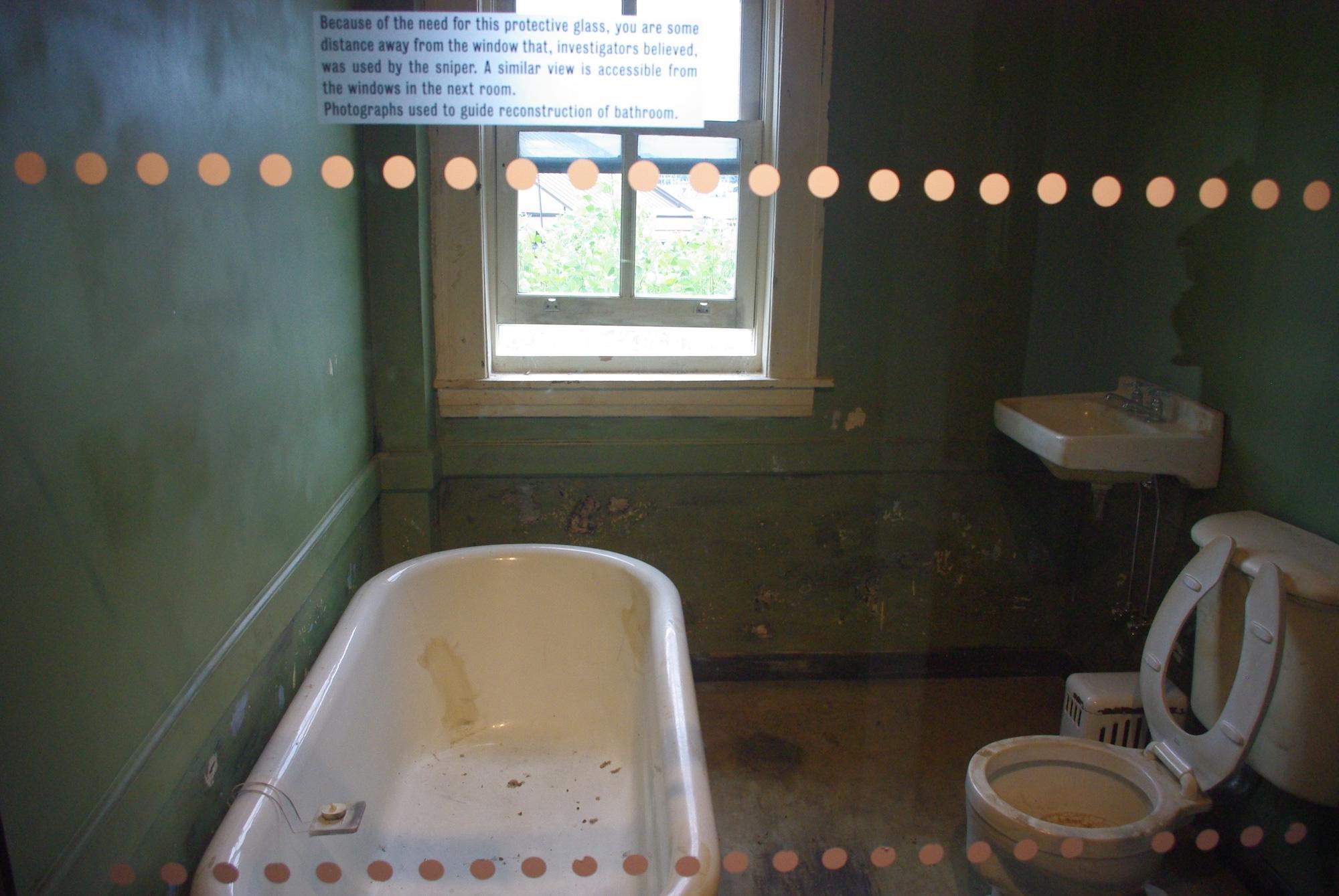 La salle de bains où s'est posté le tireur