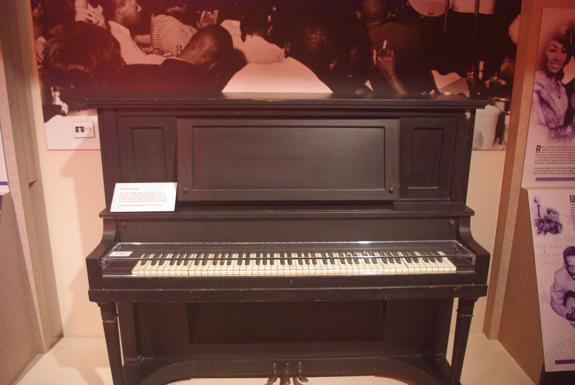 Le 1er piano de Ike Turner (Rocket 88; accessoirement le mari de Tina)
