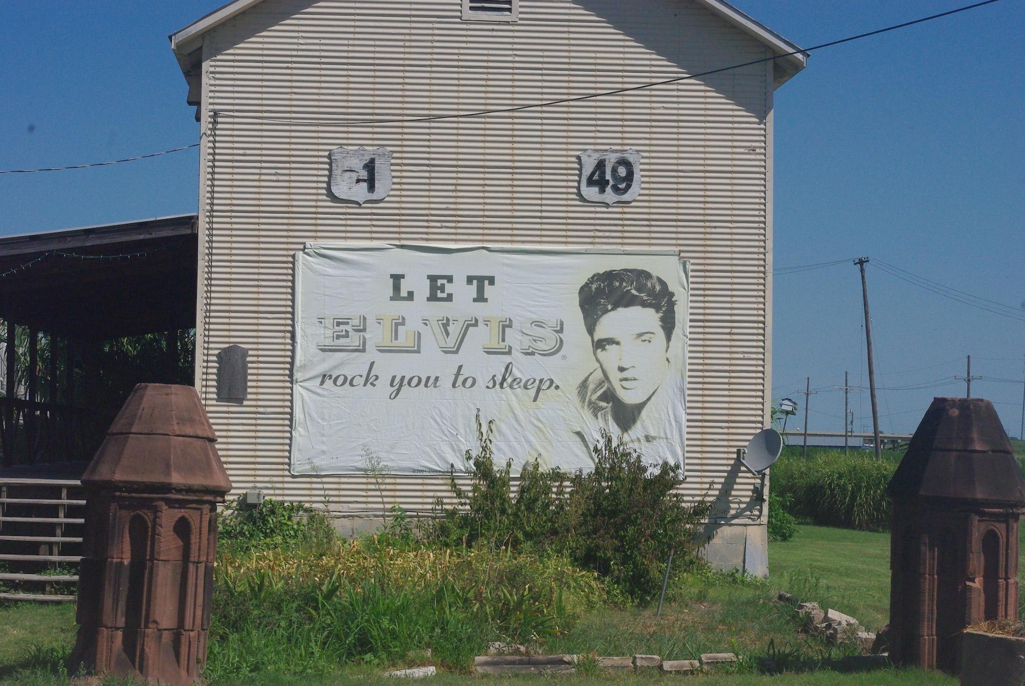 Elvis veille sur nos nuits