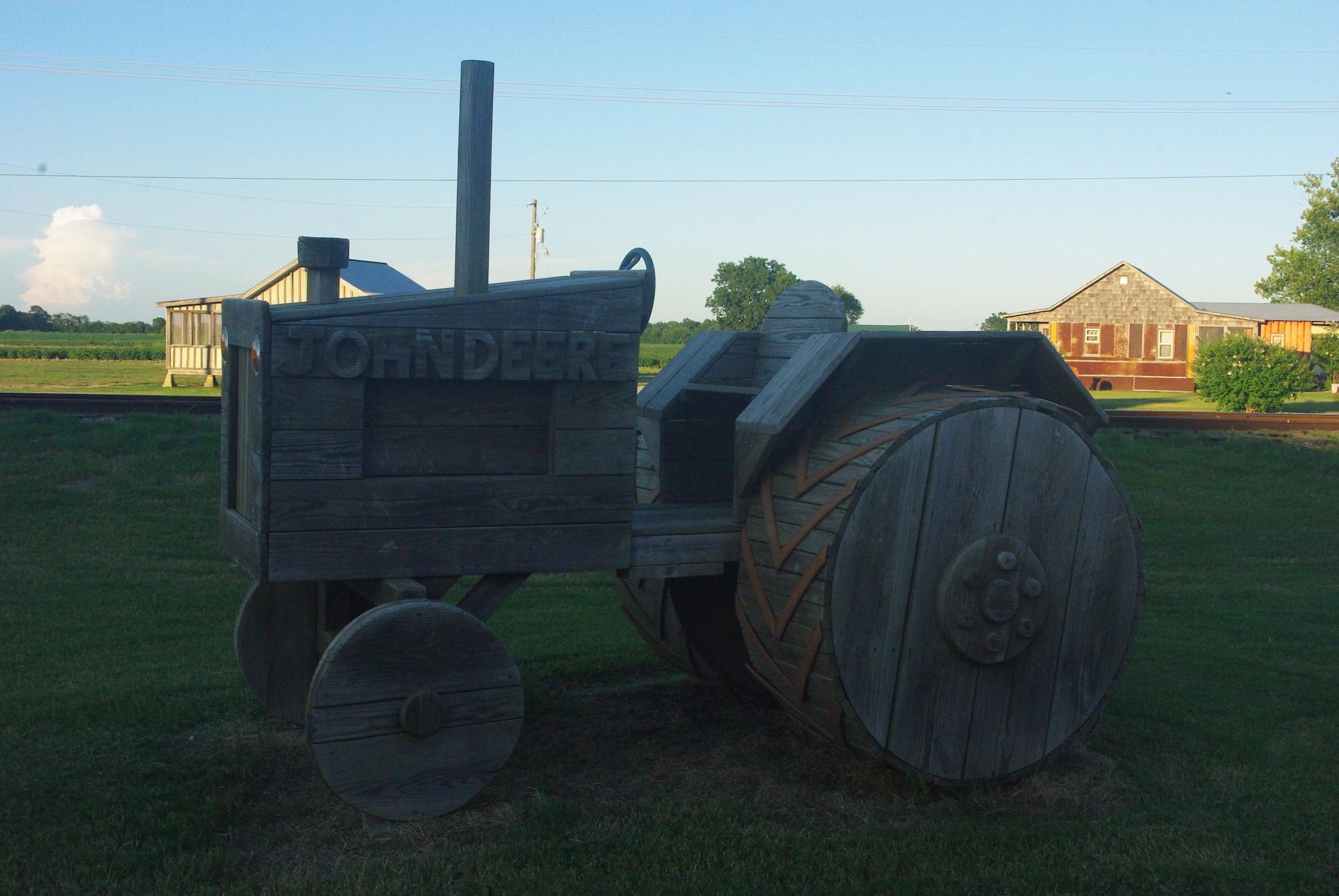 Très sympa le tracteur en bois