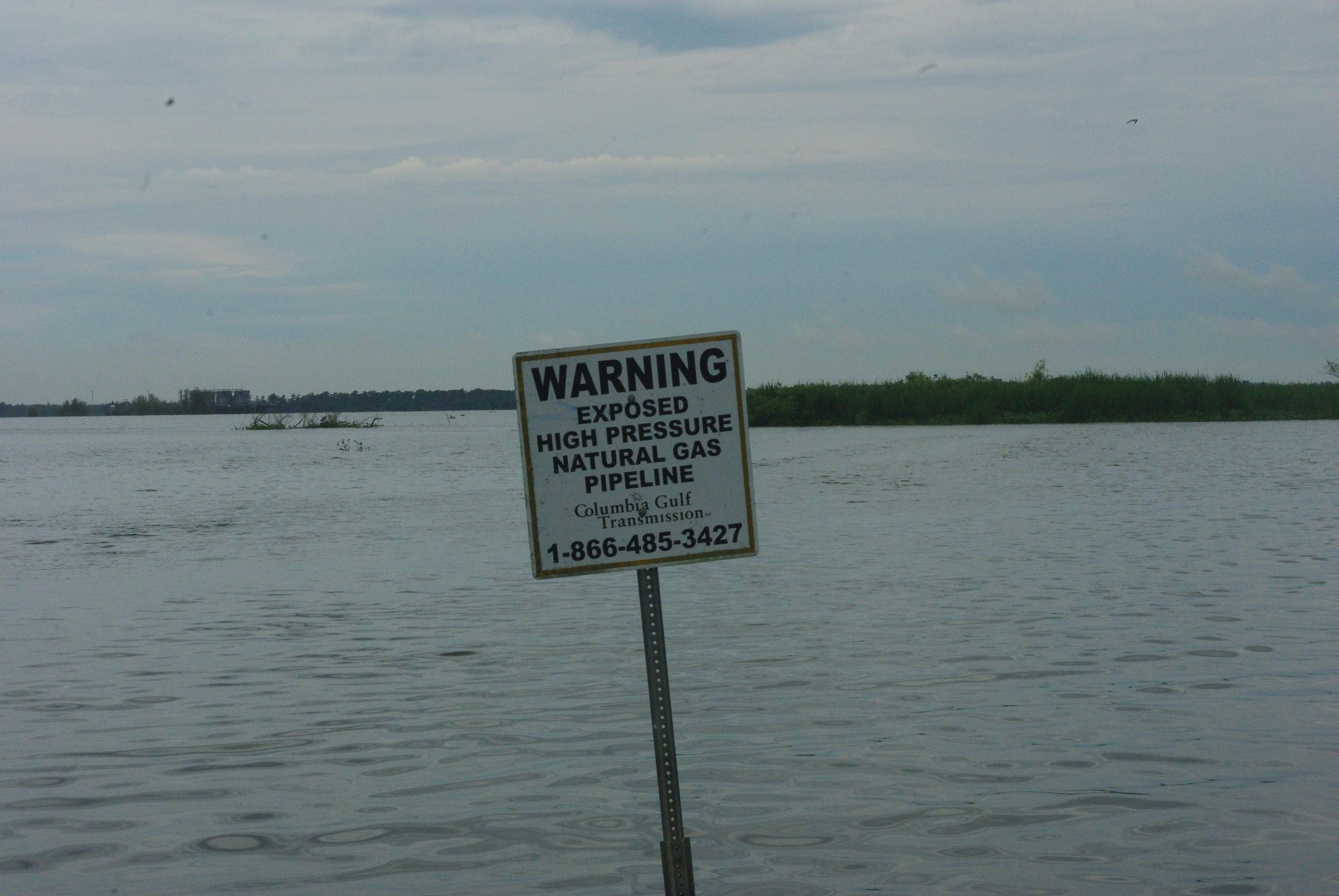 Le bayou est parcouru par des pipelines de gaz naturel
