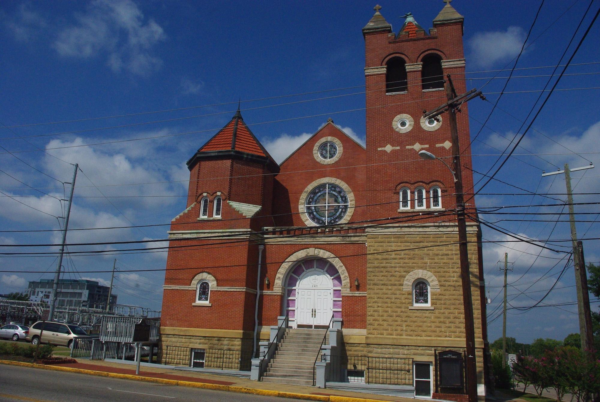 Le 21 mai 1961, 1500 militants des droits civiques se sont réfugiés dans cette église avec Martin Luther King. Dehors il y avait 300 blancs qui voulaient leur faire la peau. Ils ont été évacués avec 15 heures de palabres. Montgomory était une ville à la pointe du militantisme des noirs pour l'égalité